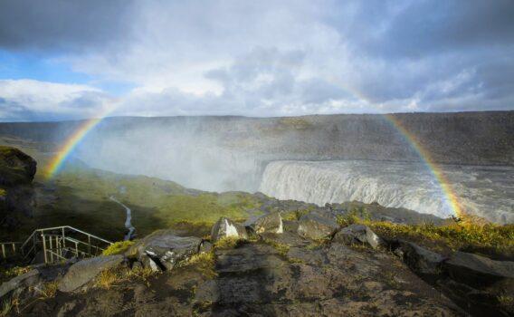 デティフォスと虹 アイスランドの風景