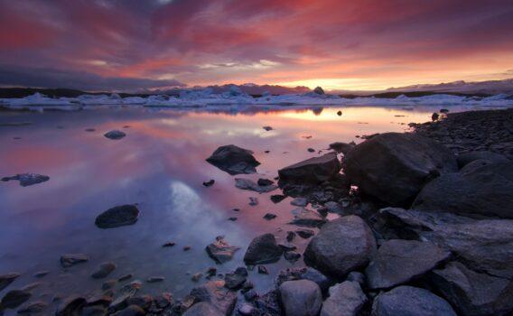 夕暮れのヨークルスアゥルロゥン  アイスランドの風景