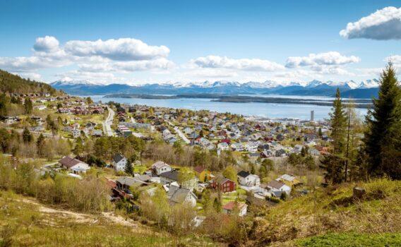 フィヨルドとモルデの町並み ノルウェーの風景