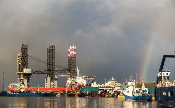 エスビャウの港と虹 デンマークの風景