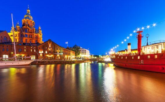 夜のヘルシンキ旧市街 フィンランドの風景