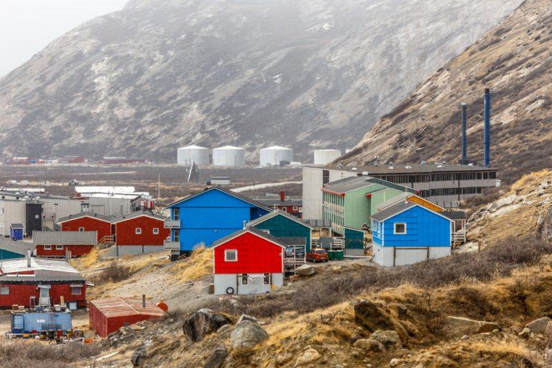 グリーンランド南西部の山々に囲まれた渓谷にあるカンゲルルススアーク