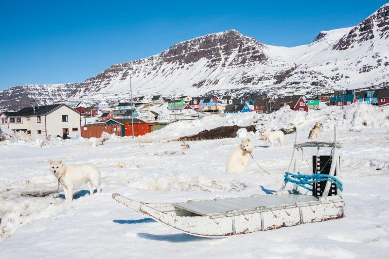 そりとケケルタルスアクの冬の風景