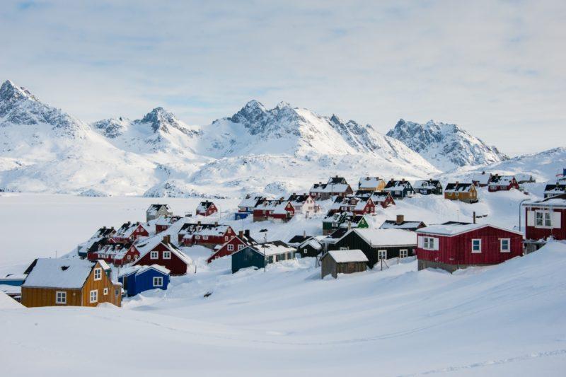グリーンランド東部 冬のタシーラクの風景